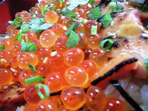 鮭のハラスといくら丼