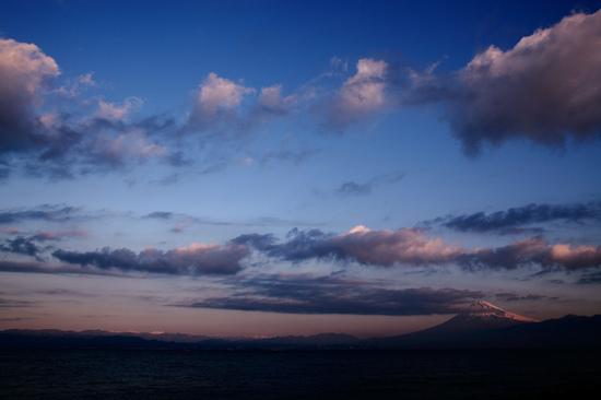 早朝の駿河湾と霊峰富士